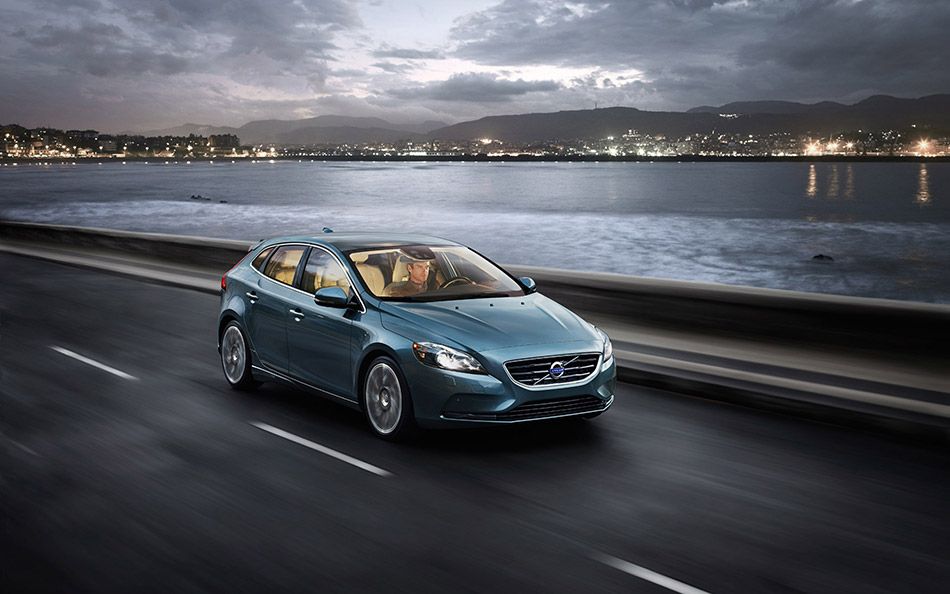 2013 Volvo V40 Front Angle