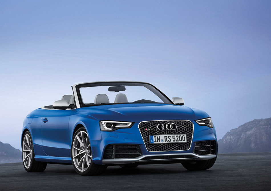 2014 Audi RS5 Cabriolet Front Angle