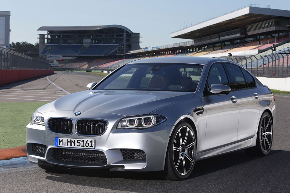 2014 BMW M5 Front Angle