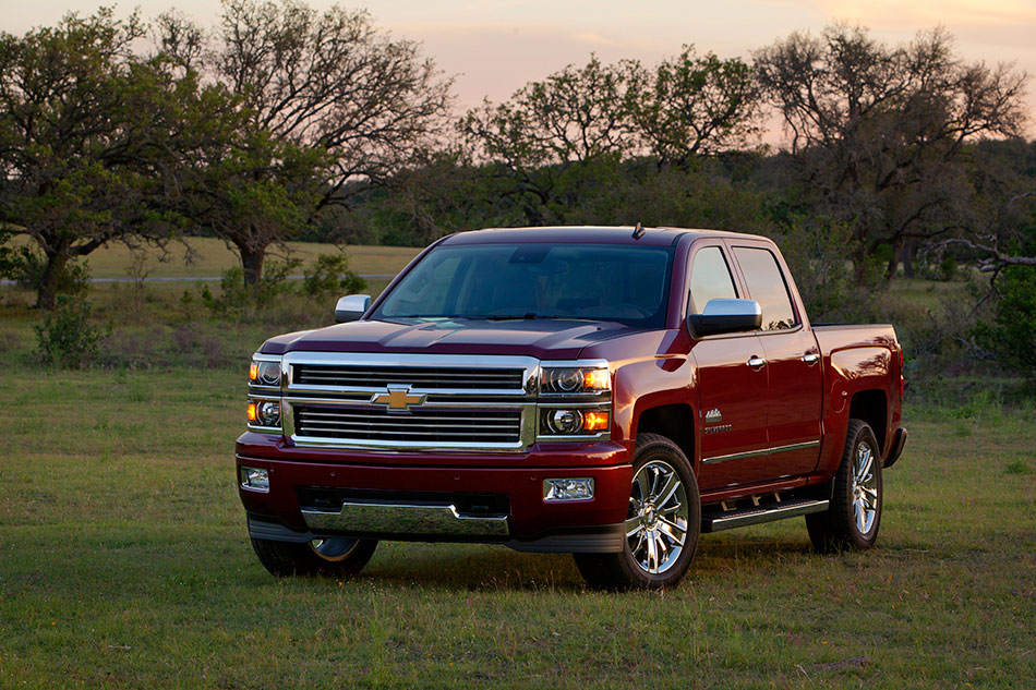 2014 Chevrolet Silverado Front Angle
