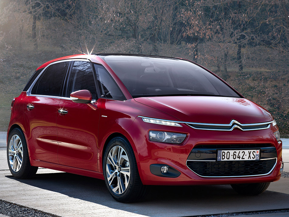 2014 Citroen C4 Picasso Front Angle