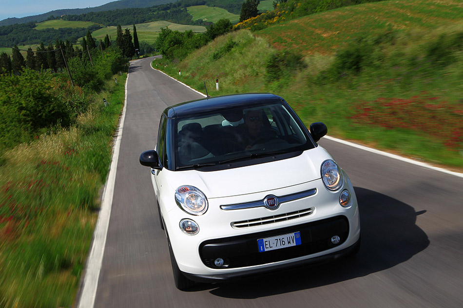 2014 Fiat 500L Front Angle