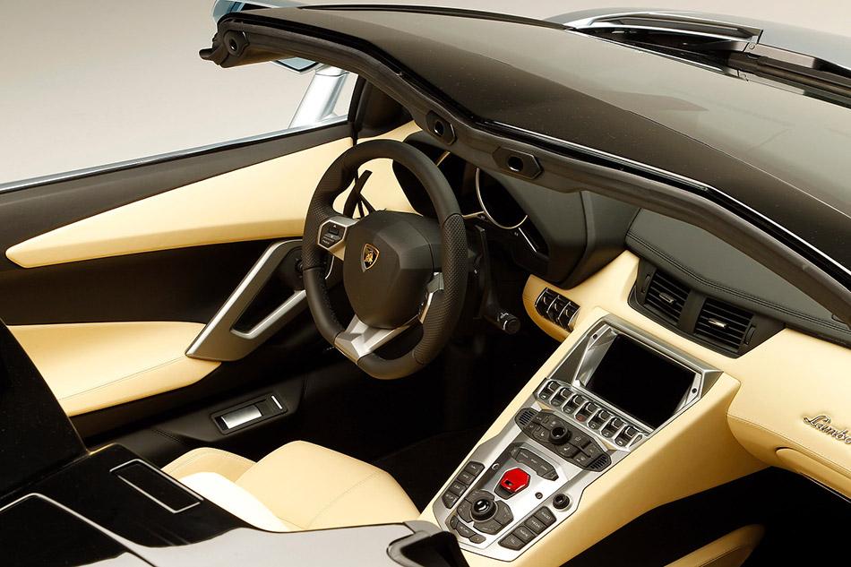 2014 Lamborghini Aventador LP700-4 Roadster Interior
