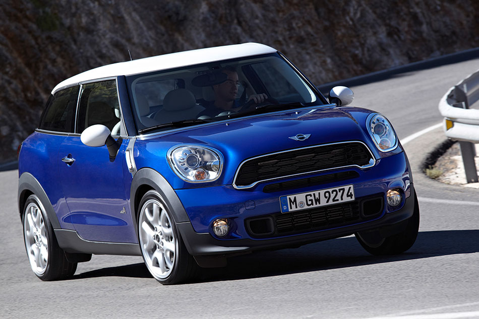 2014 MINI Paceman Front Angle