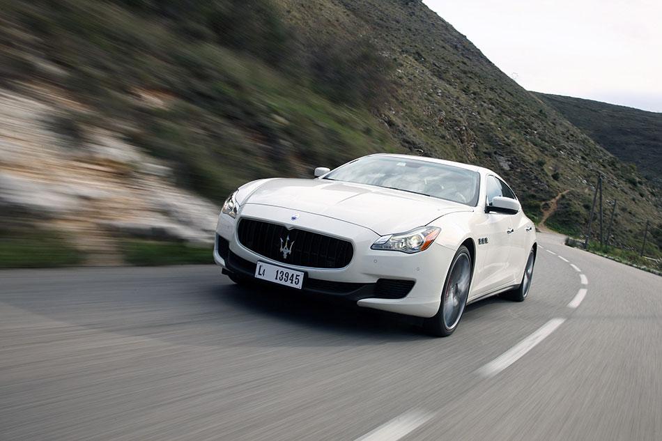 2014 Maserati Quattroporte Front Angle