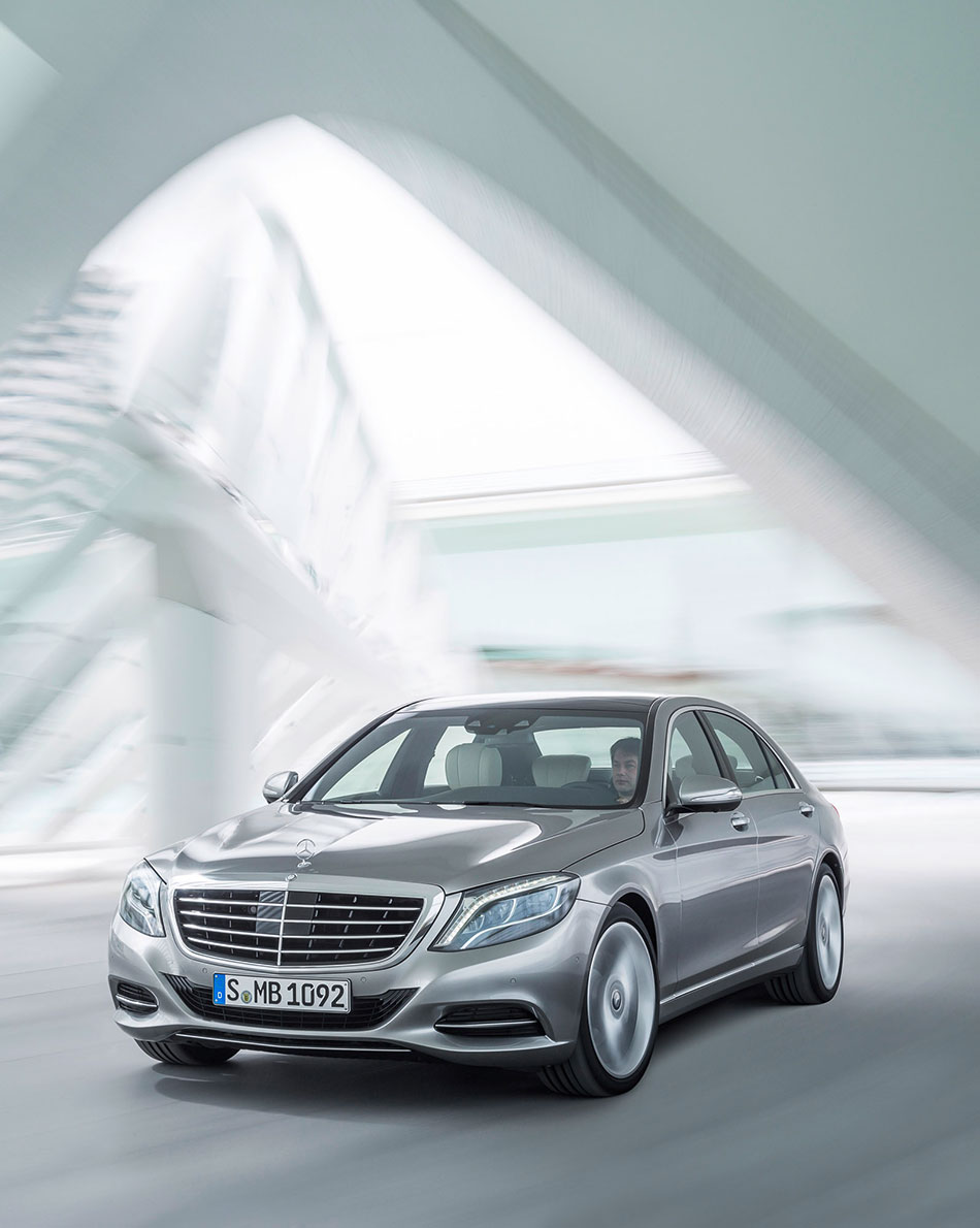 2014 Mercedes Benz S Class Front Angle