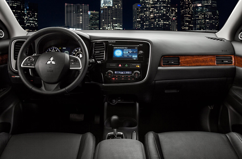 2014 Mitsubishi Outlander Front Angle
