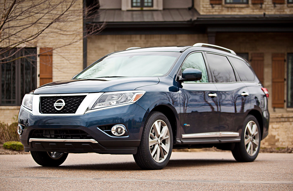 2014 Nissan Pathfinder Hybrid Front Angle
