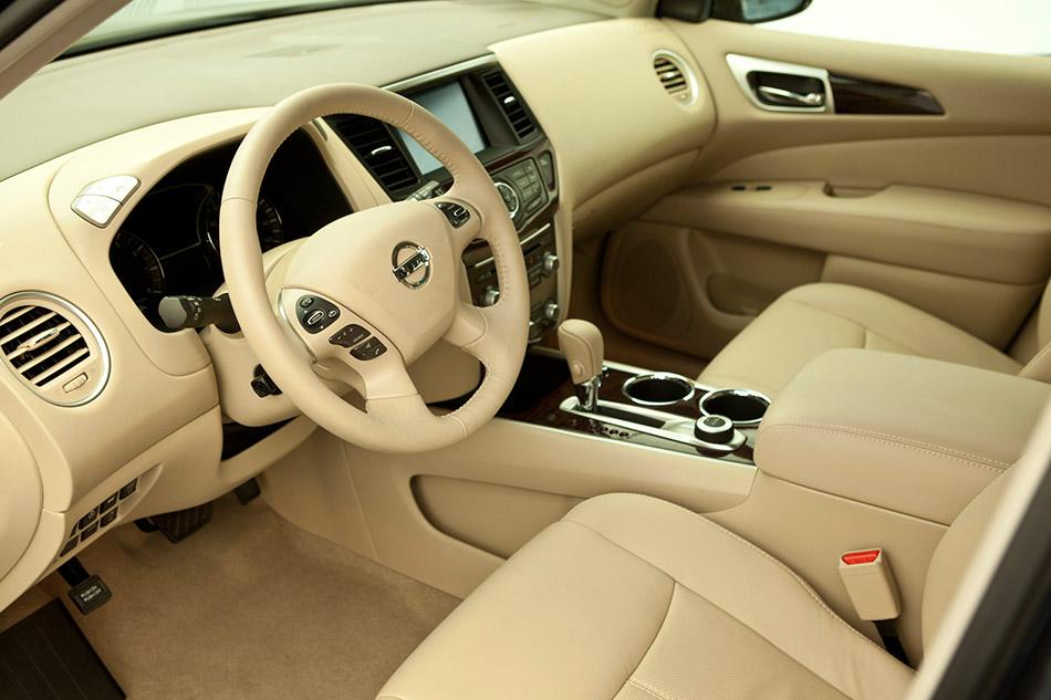 2014 Nissan Pathfinder Hybrid Interior