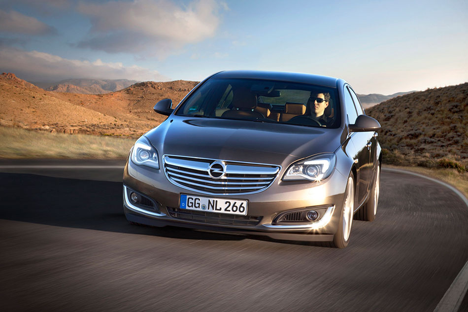 2014 Opel Insignia Front Angle