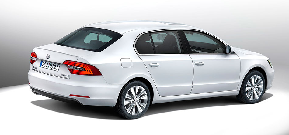 2014 Skoda Superb Rear Angle