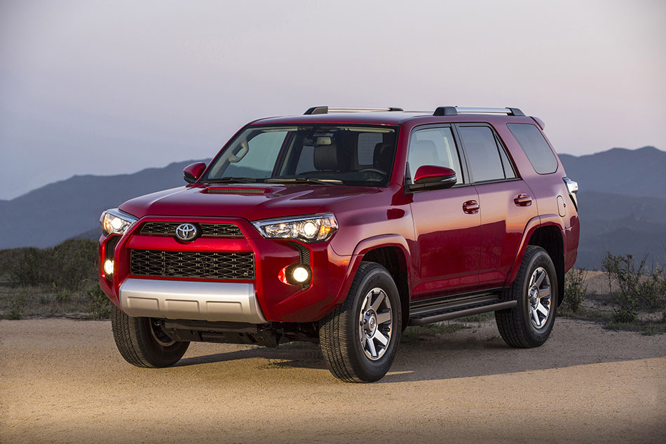 2014 Toyota 4Runner Front Angle