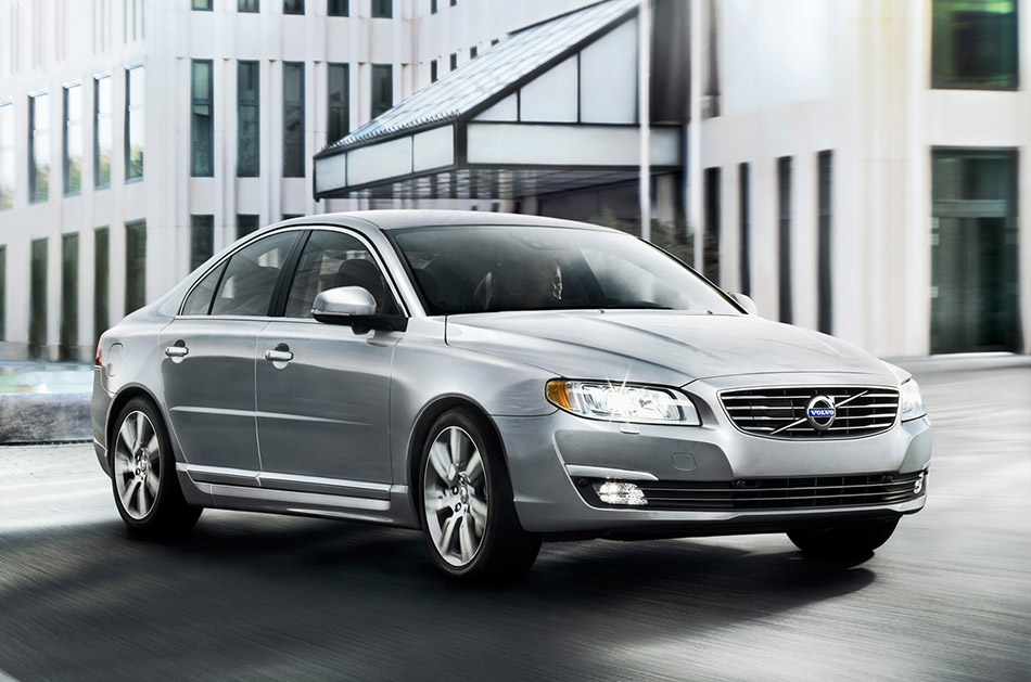 2014 Volvo S80 Front Angle
