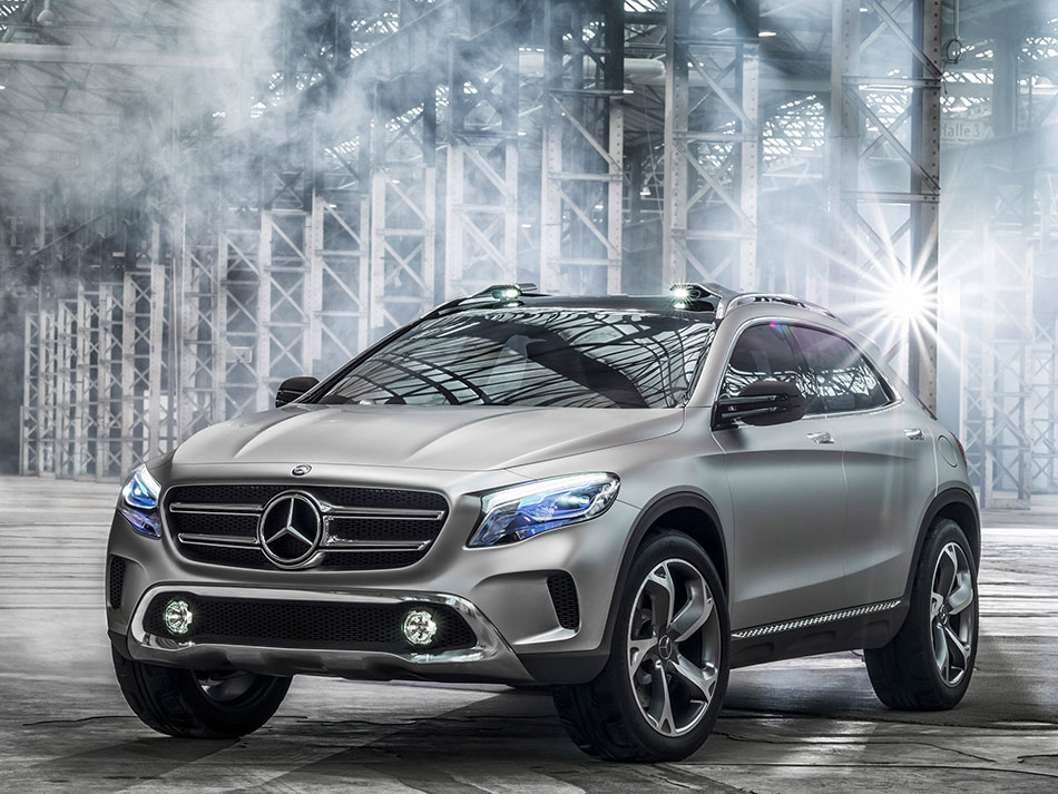 2015 Mercedes-Benz Concept GLA-Class Front Angle