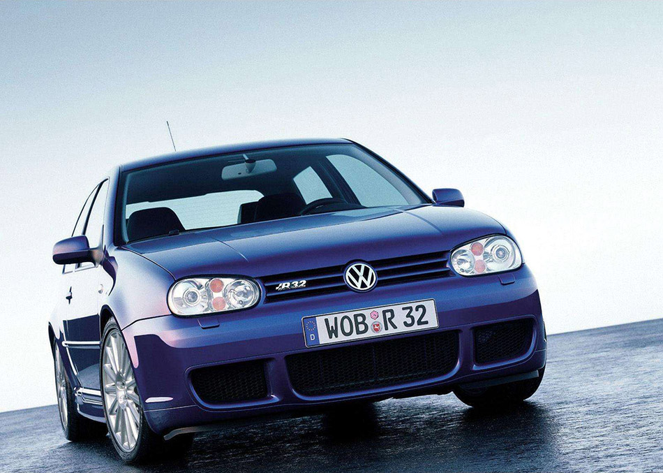 2002 Volkswagen Golf R32 Front Angle