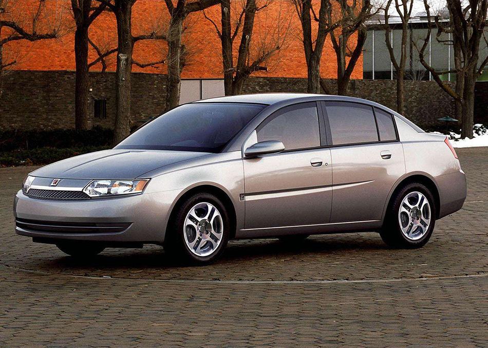 2003 Saturn ION Sedan Front Angle