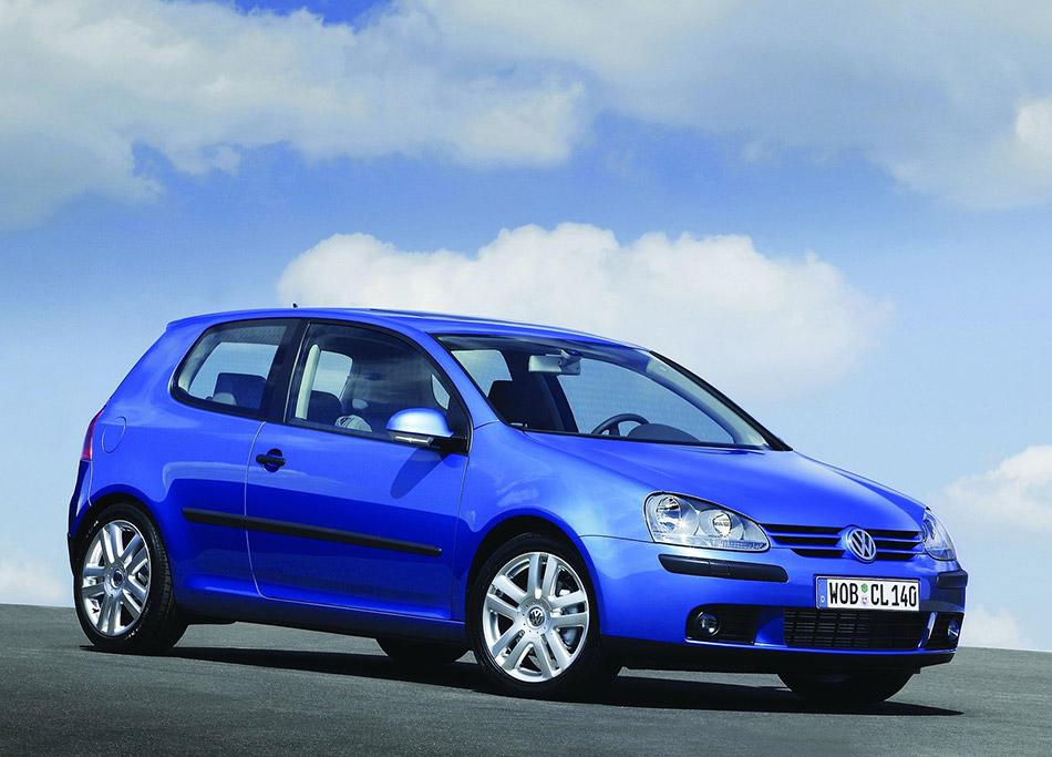 2004 Volkswagen Golf Front Angle