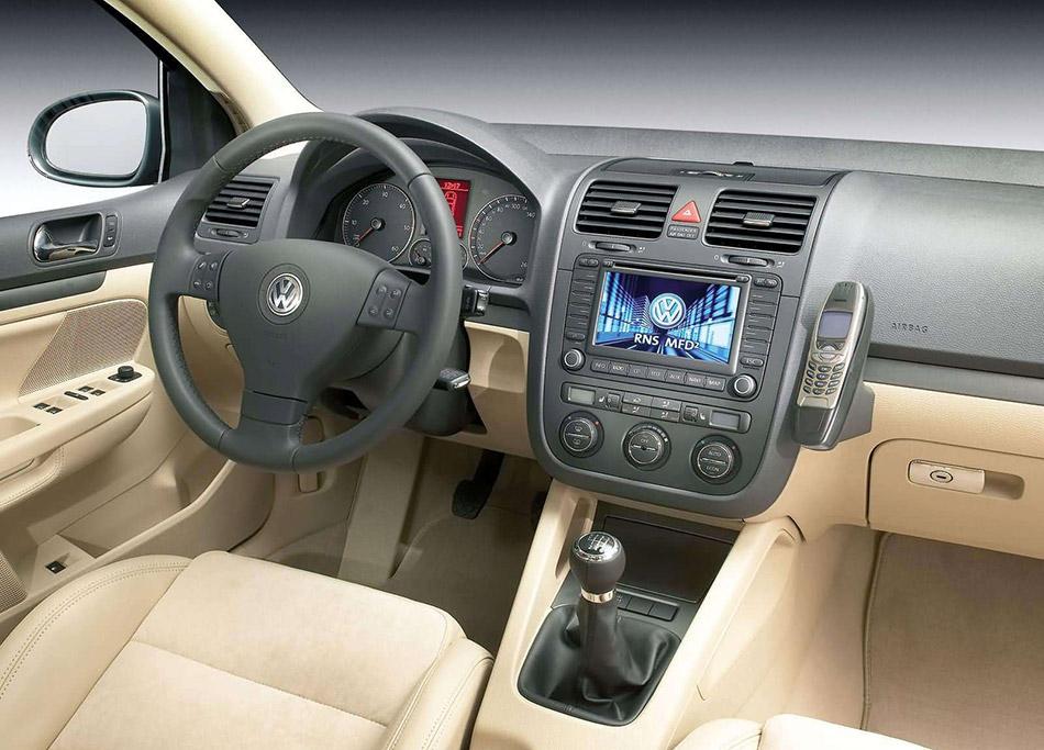 2004 Volkswagen Golf Interior
