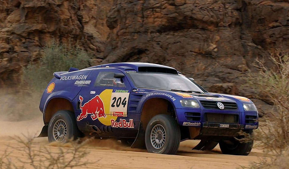 2004 Volkswagen Race Touareg Front Angle