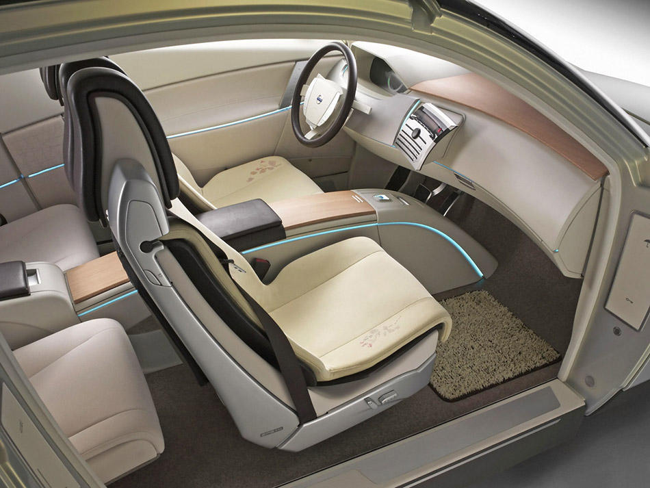 2004 Volvo YCC Interior
