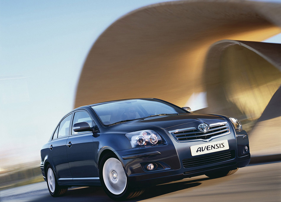 2005 Toyota Avensis Front Angle