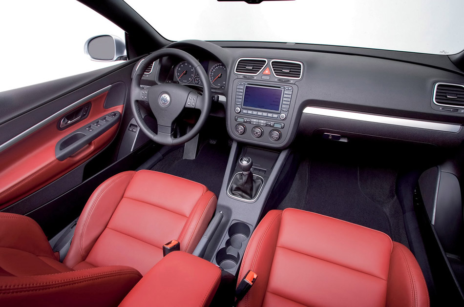 2005 Volkswagen EOS Front Angle