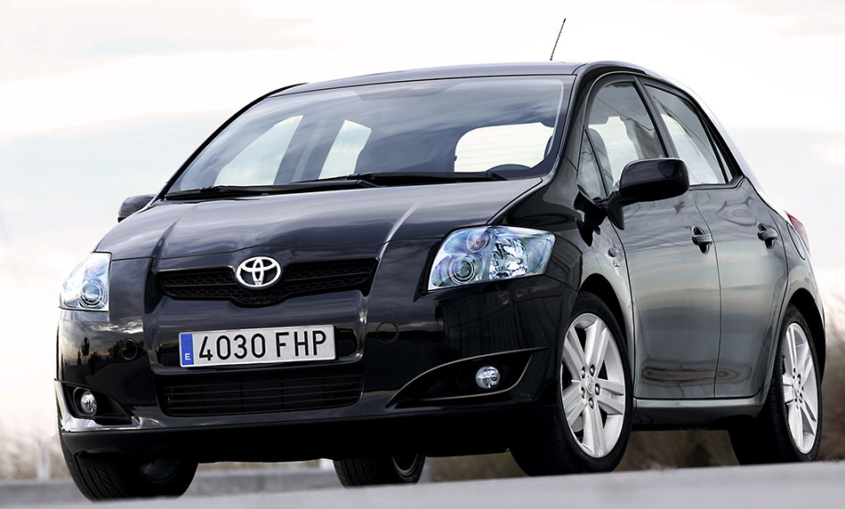 2006 Toyota Auris Front Angle