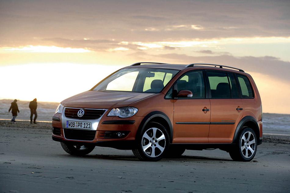 2006 Volkswagen CrossTouran Front Angle
