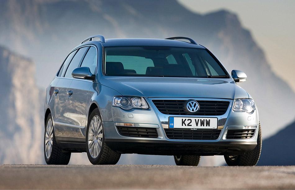 2006 Volkswagen Passat 4Motion Front Angle