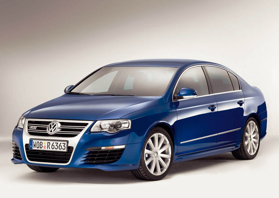 2006 Volkswagen Passat R36 Front Angle