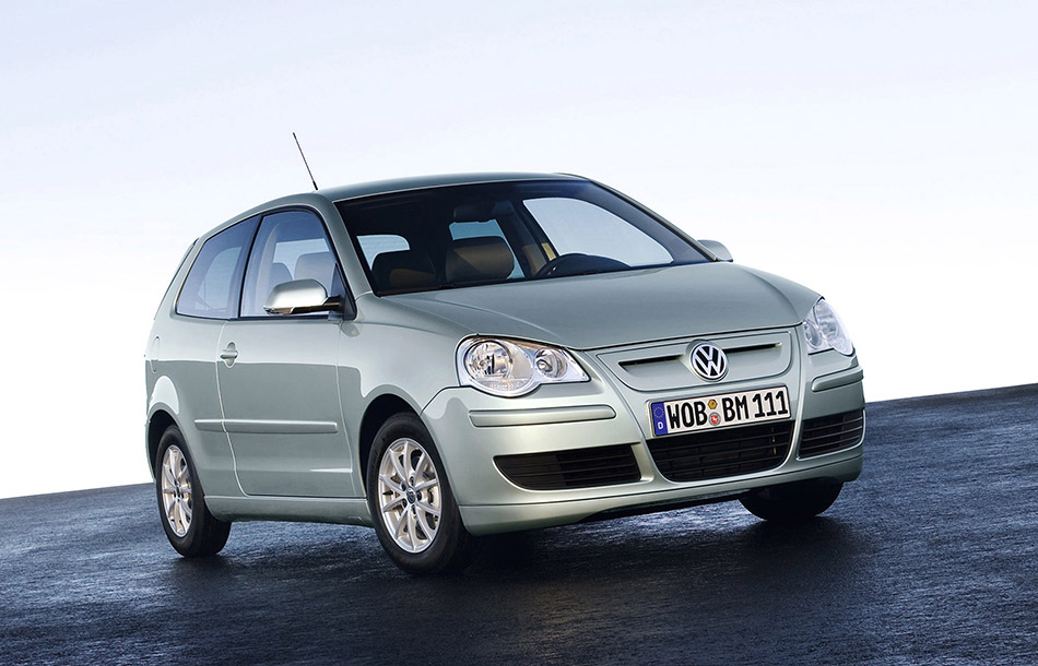 2006 Volkswagen Polo BlueMotion Front Angle