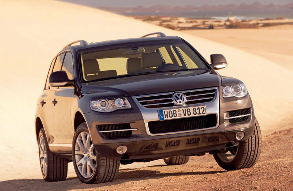 2006 Volkswagen Touareg Front Angle