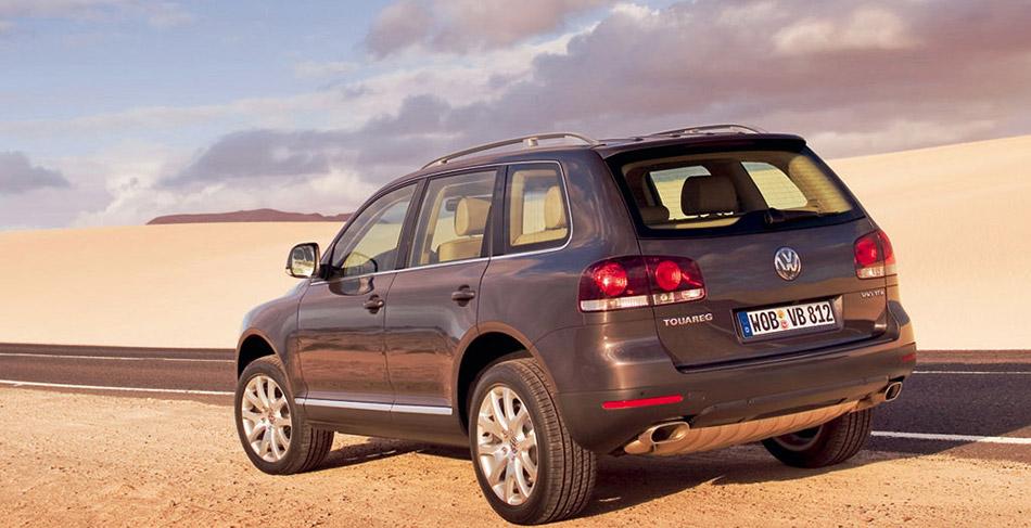2006 Volkswagen Touareg Rear Angle
