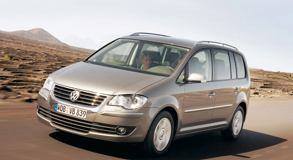 2006 Volkswagen Touran Front Angle