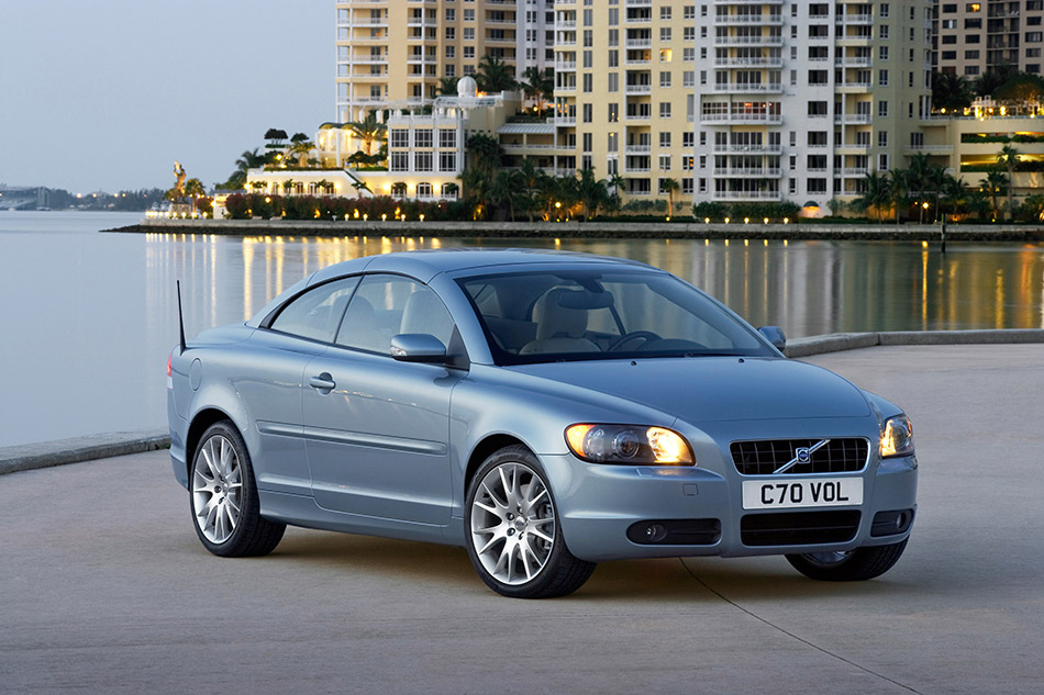2006 Volvo C70 Front Angle