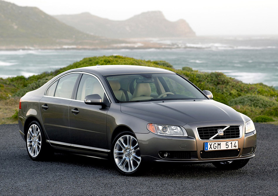 2006 Volvo S80 Front Angle