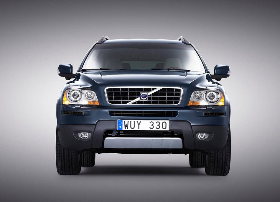 2006 Volvo XC90 Front Angle