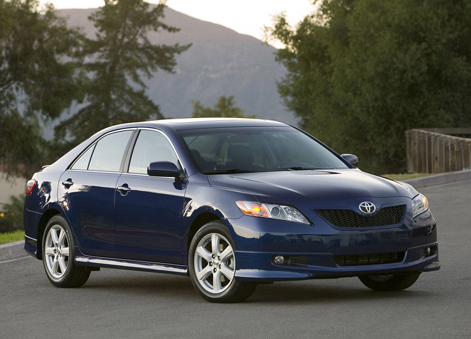 2007 Toyota Camry SE Front Angle