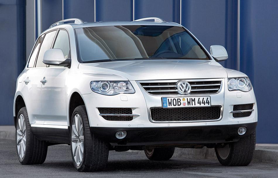 2007 Volkswagen Touareg Blue TDI Front Angle