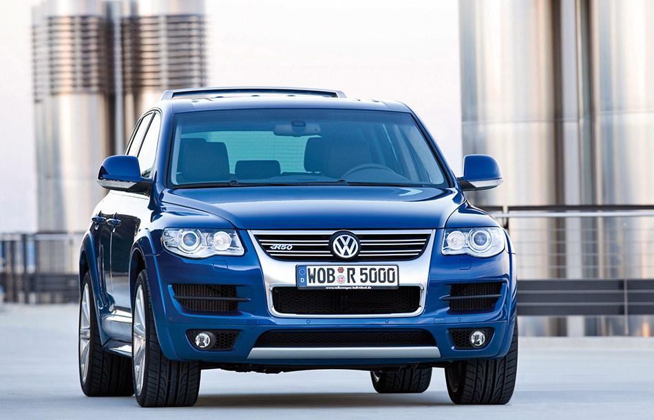 2007 Volkswagen Touareg R50 Front Angle