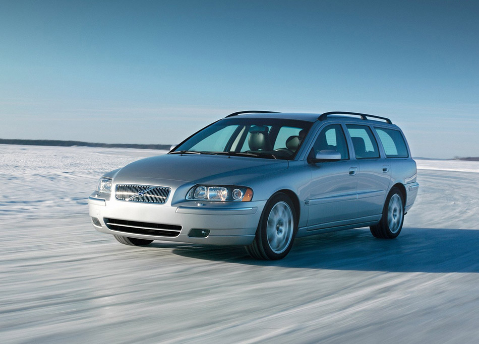2007 Volvo V70 Front Angle 2