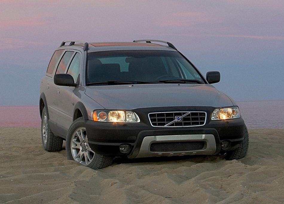 2007 Volvo XC70 Front Angle