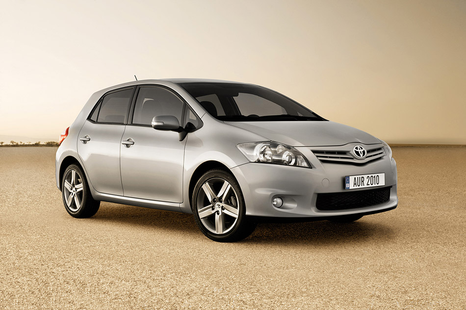 2010 Toyota Auris Front Angle