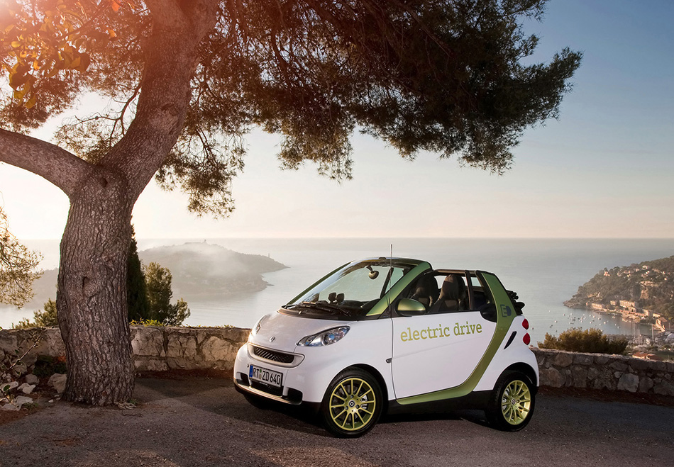 2011 Smart ForTwo Electric Drive Front Angle
