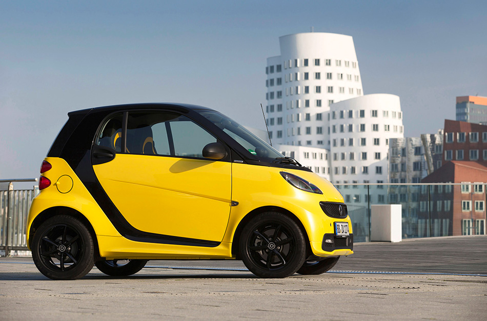 2013 Smart ForTwo Edition Cityflame Front Angle
