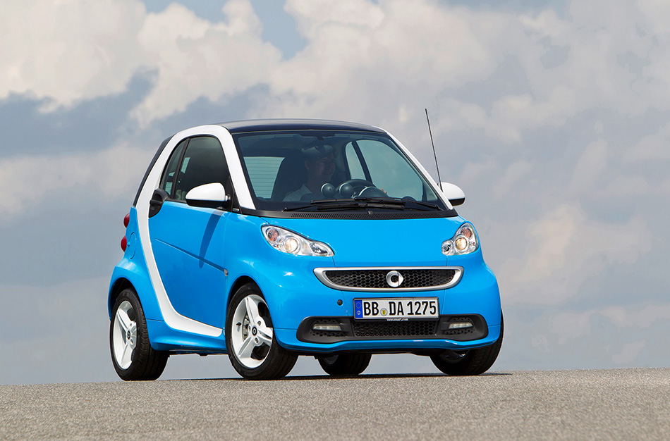 2013 Smart ForTwo Edition IceShine Front Angle