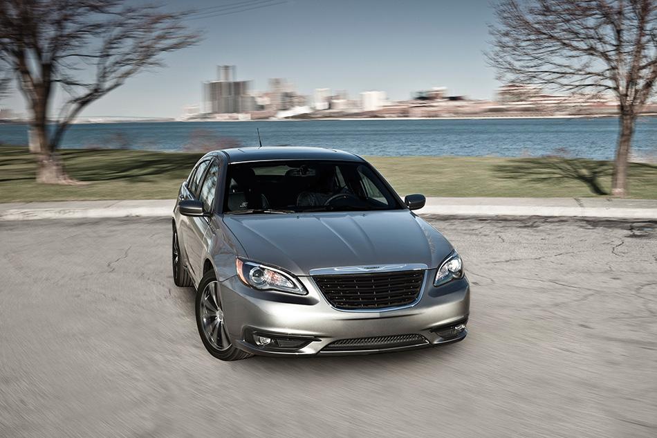 2014 Chrysler 200 Front Angle
