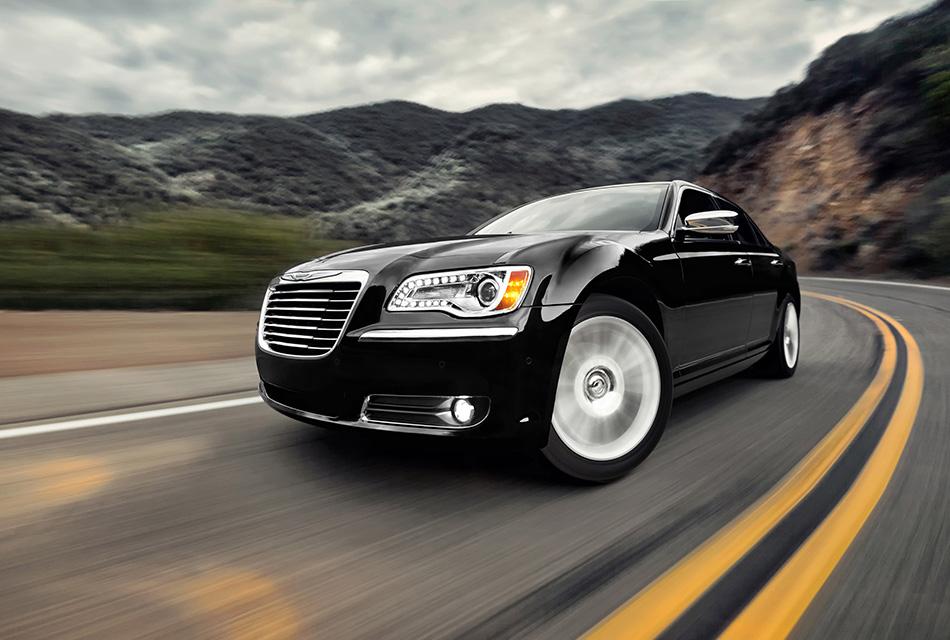 2014 Chrysler 300 Front Angle