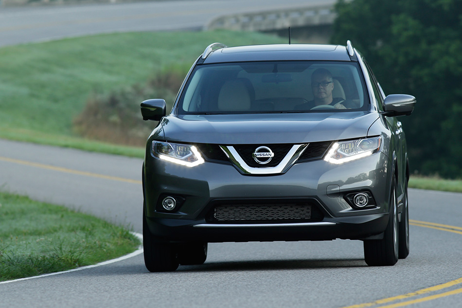 2014 Nissan Rogue Front Angle