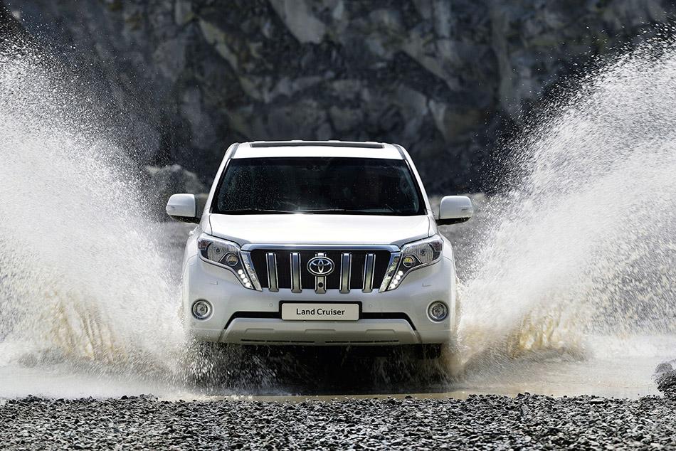 2014 Toyota Land Cruiser Front